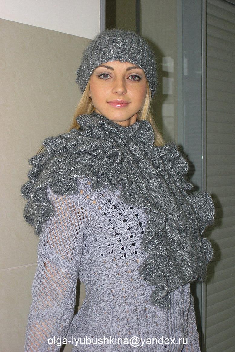 Шапка с цветком и шарф с воланом